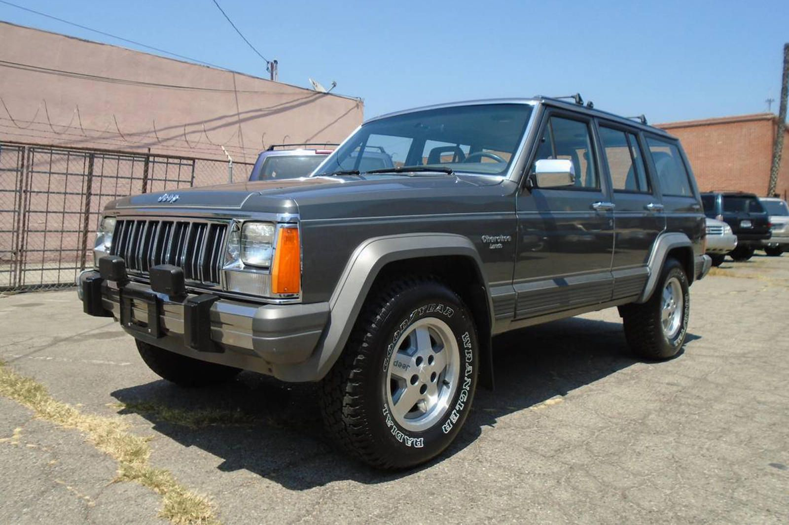 Weekly Craigslist Hidden Treasure 1988 Jeep Cherokee With A Manual Can You Spot Any Blemishes We Couldn T Jeep Cherokee Jeep Jeep Xj