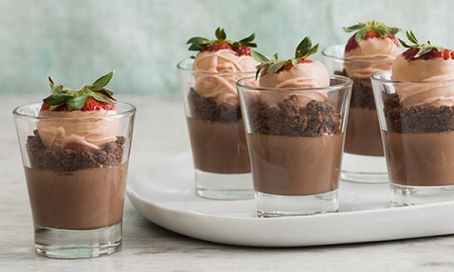 طريقة عمل حلى كاسات سهل الشوكولاته بالآيس كريم Desserts Recipes Sweet Recipes