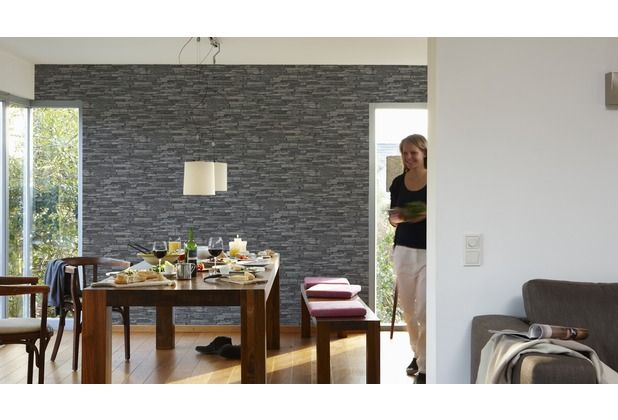 Eindrucksvolles design durch eine dunkle ziegeltapete besonders beliebt im ess oder wohnzimmer