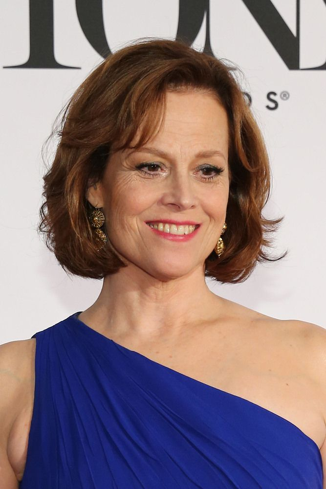 Sigourney Weaver Gorgeous Celebrities Over 60 Are Proof Women Don T Necessarily Peak In Their Twenties Sigourney Weaver Inspirational Celebrities Sigourney