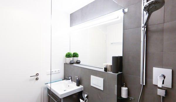 Badrenovierung Dusche im GästeWC von Banovo GmbH (mit