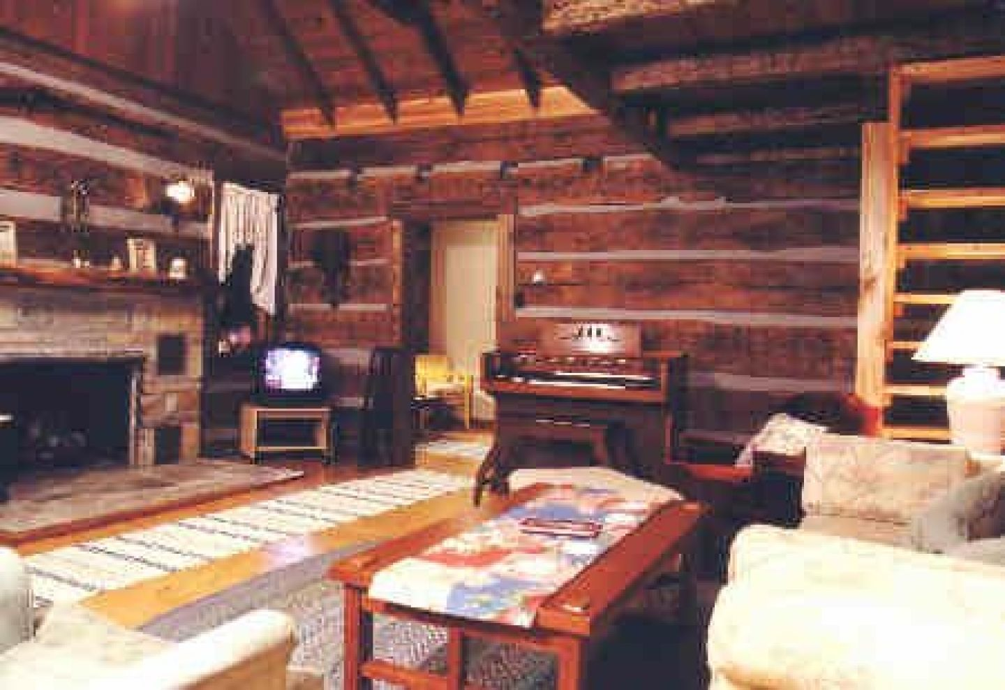 12889-traditional-log-cabin-walls-all-maple-furniture-in-living ...