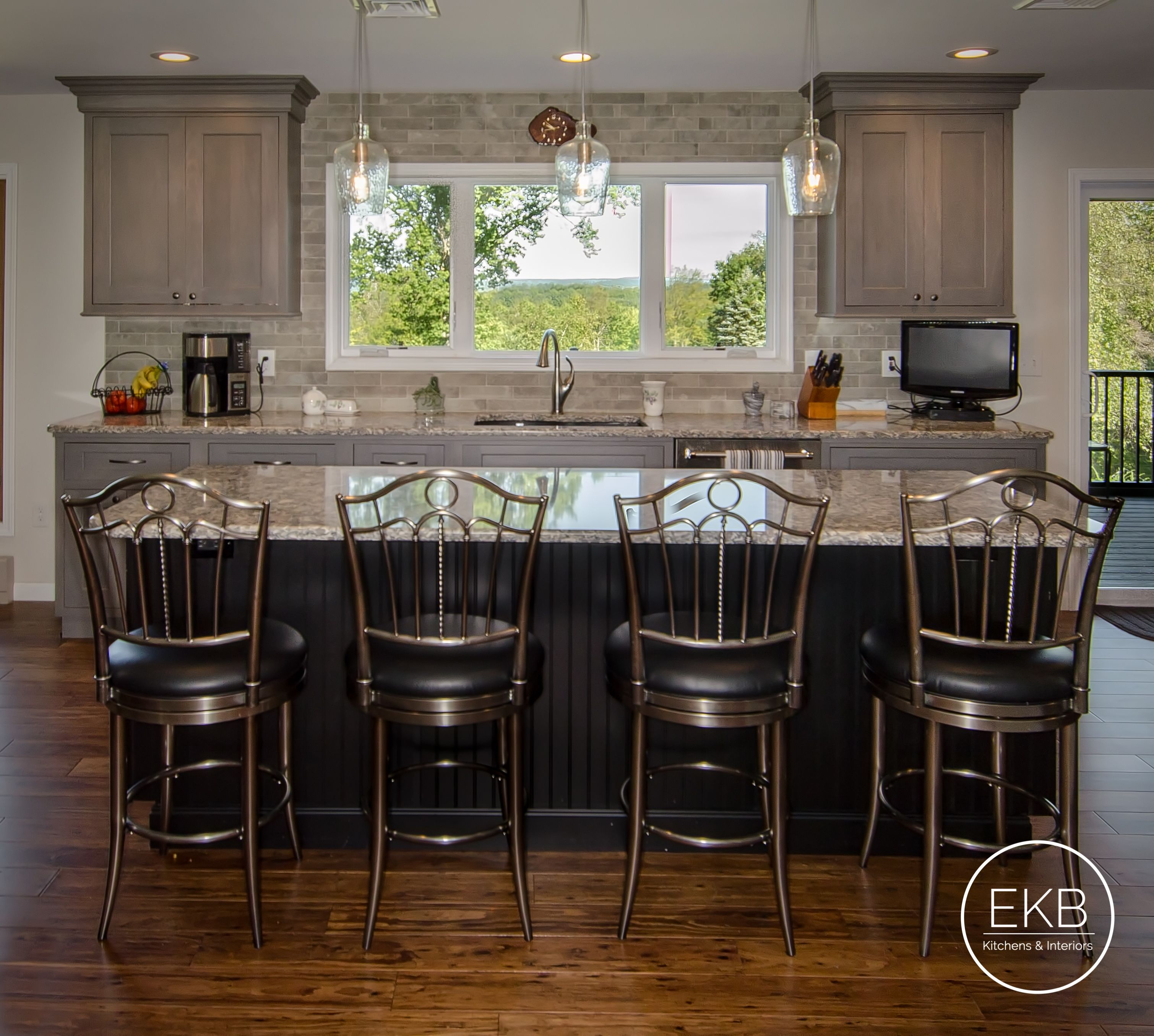 Shiloh Select Poplare Cabinets In Heatherstone And Maple Island In