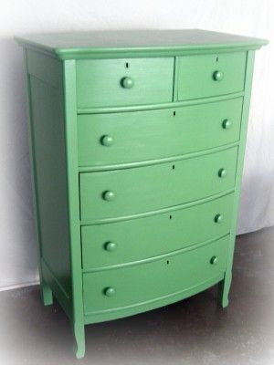 Kelly green chest of drawers <3
