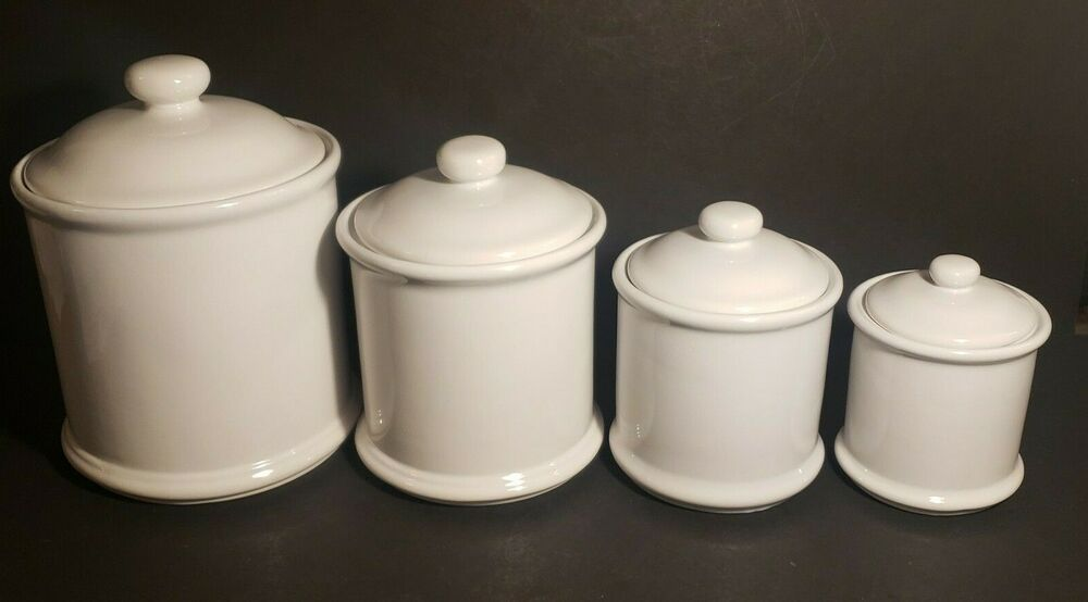 Vintage 4 Piece White Canister Set Cook S Club China Cooksclub Traditional In 2020 White Canisters White Canister Set Canister Sets