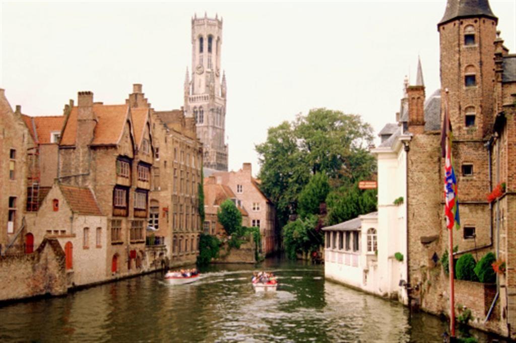 Ubicada en el extremo noroeste de Bélgica, Brujas cuenta con un atractivo casco histórico que conserva muchas construcciones arquitectónicas medievales.