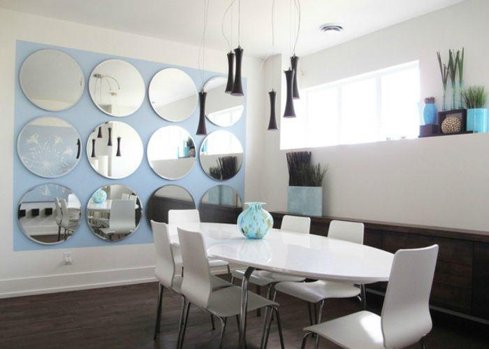 Comedores bonito ejemplo de comedor en blanco con pared for Comedores modernos blancos