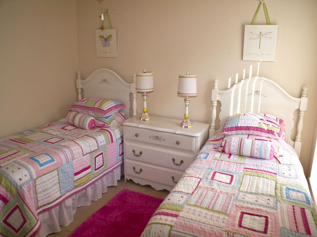 Best Small Beige Tween Bedroom Design Ideas With Twin White 400 x 300