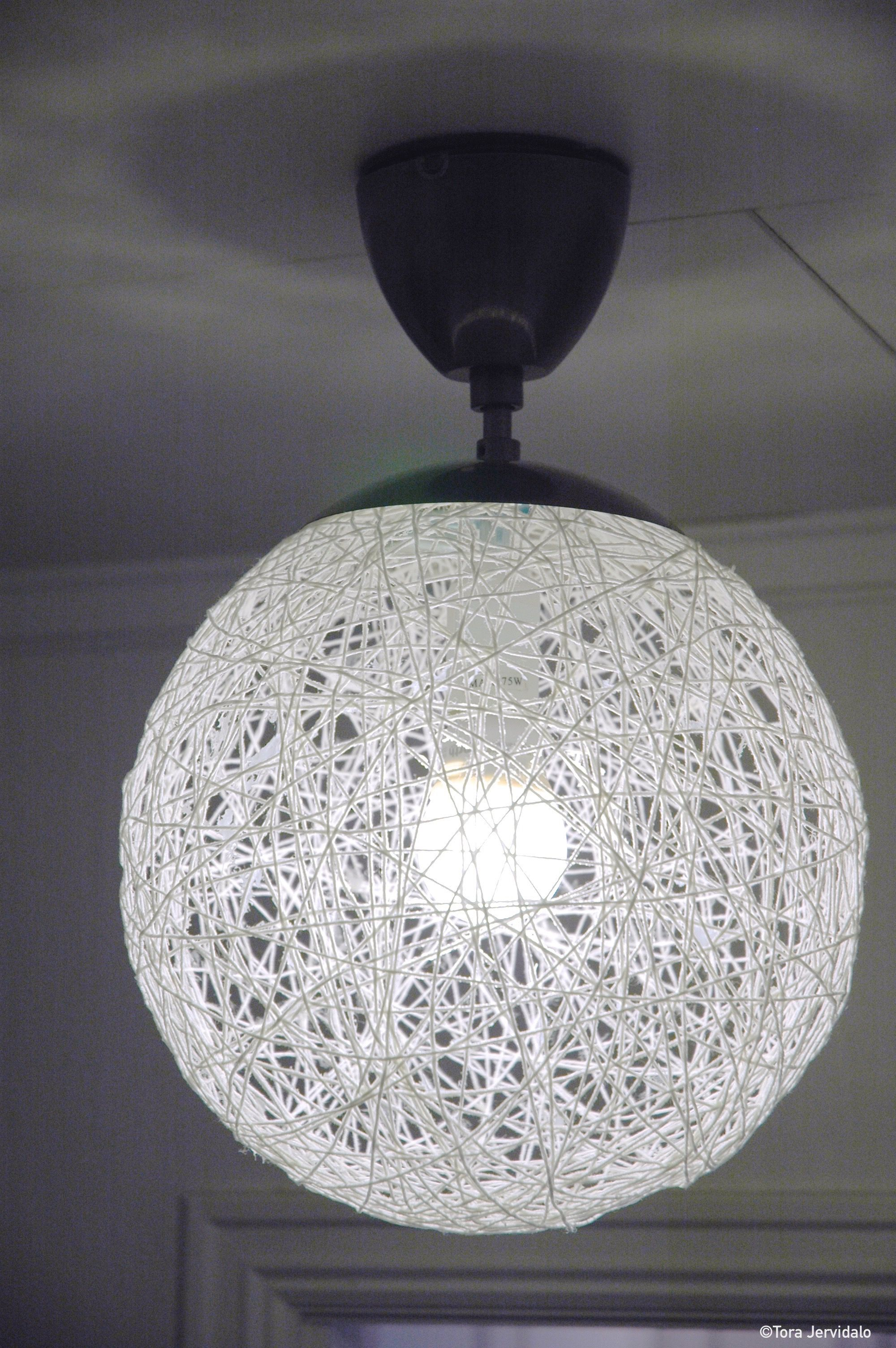 Diy Lamp Made Of Cotton Yarn And Glue How To