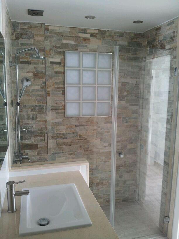 Mampara de ducha con vidrio fijo y hoja abatible de vidrio ...