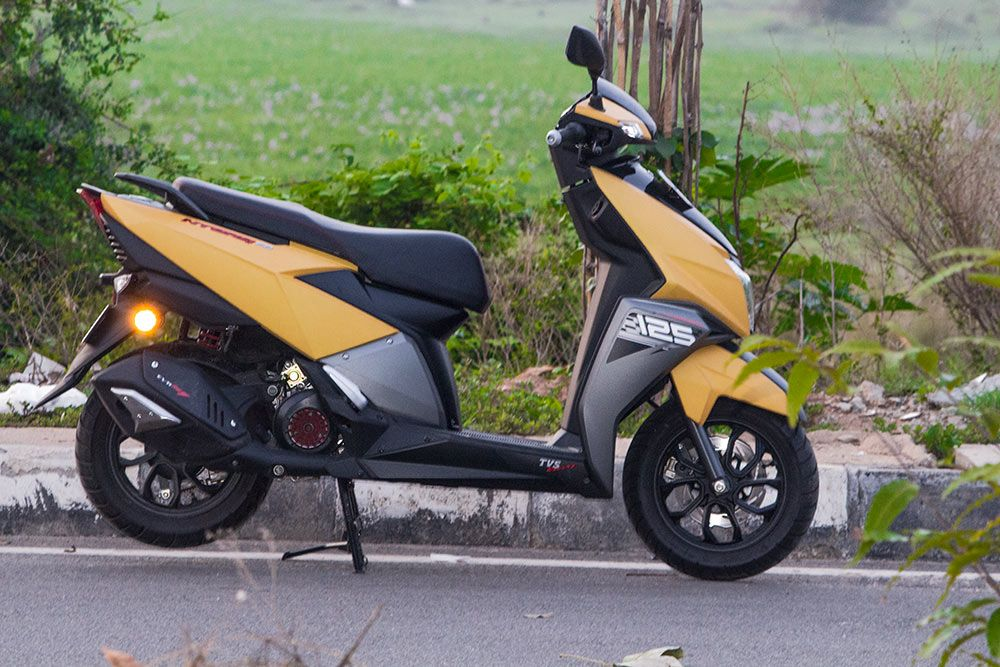 Tvs Ntorq 125 Review Rides Well And Scores Well Than Grazia 125cc Scooter Royal Enfield Wallpapers Riding