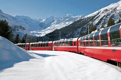 Bernina Express in der Montebellokurve bei Morteratsch