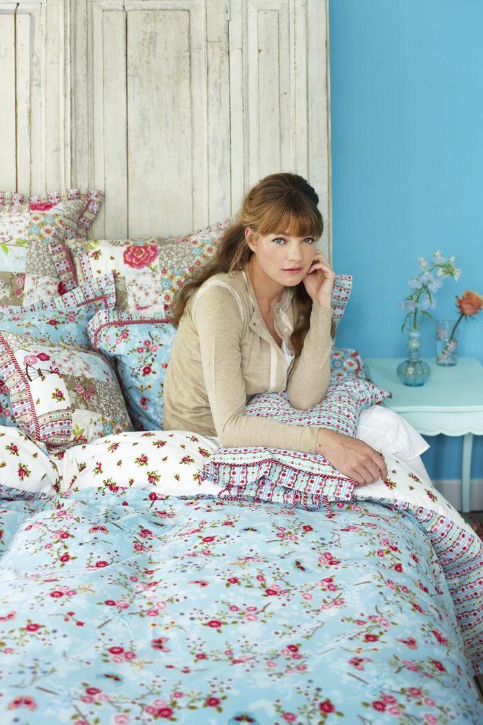 Nieuw!     Gifts     Bad     Bed     Behang     Home Decoratie     Homewear     Papierwaren     Porselein     Tassen     SALE  PiP Studio Bed Sierkussentjes PiP Chinese Blossom kussentje blauw