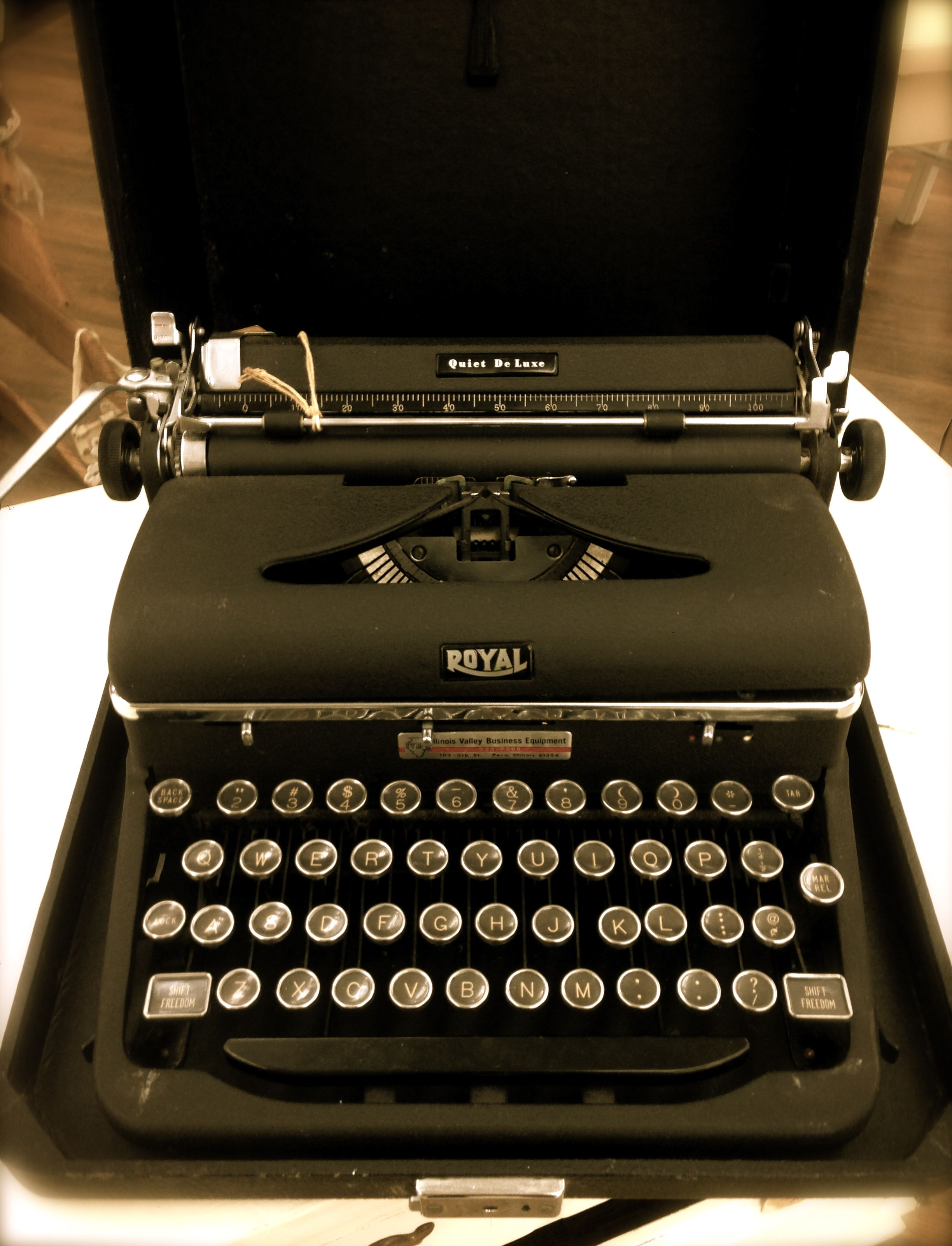 Vintage Royal Quiet Deluxe Typewriter Typewriter Vintage Typewriters Royal Typewriter