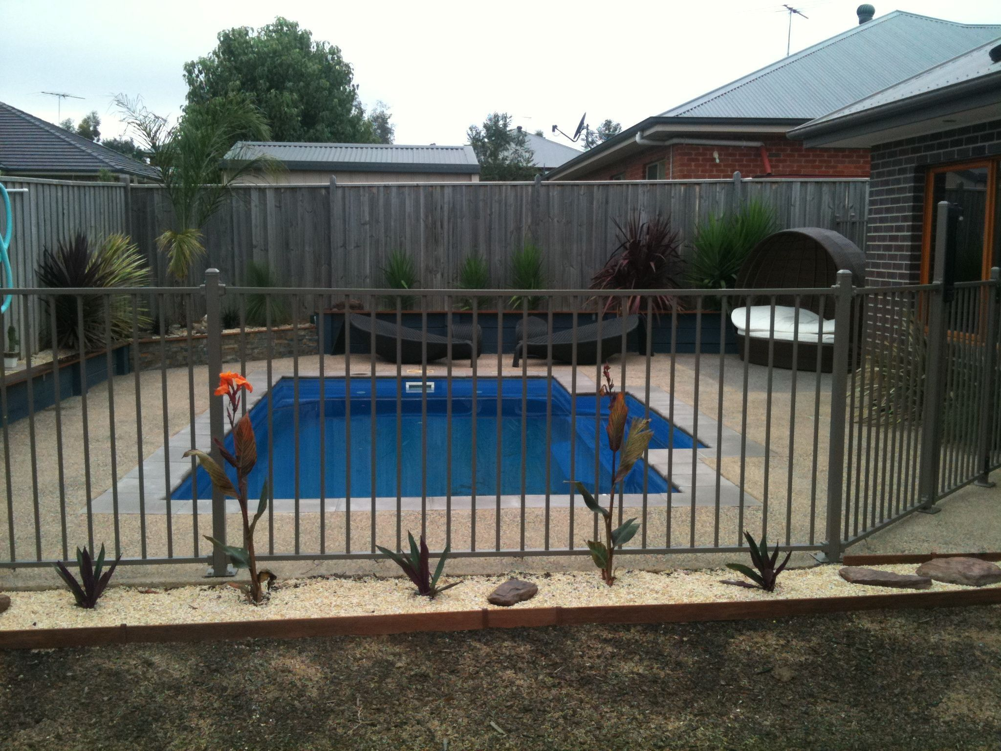 Right Here We Have A Look At 27 Innovative Swimming Pool Fence Ideas For Residential Residences Sharing Some I Glass Pool Fencing Pool Fence Swimming Pools