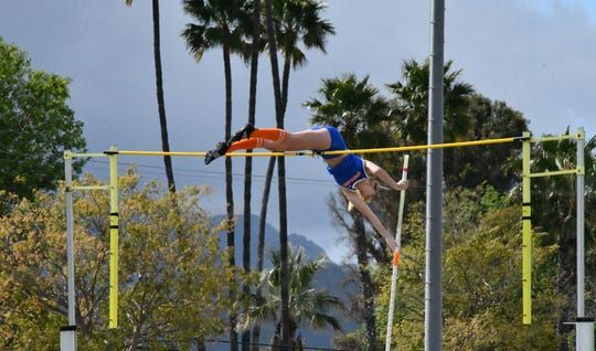 Westlake S Paige Sommers Sets California High School Record In Girls Pole Vault 14 6 In 2020 California High School How To Memorize Things Pole Vault