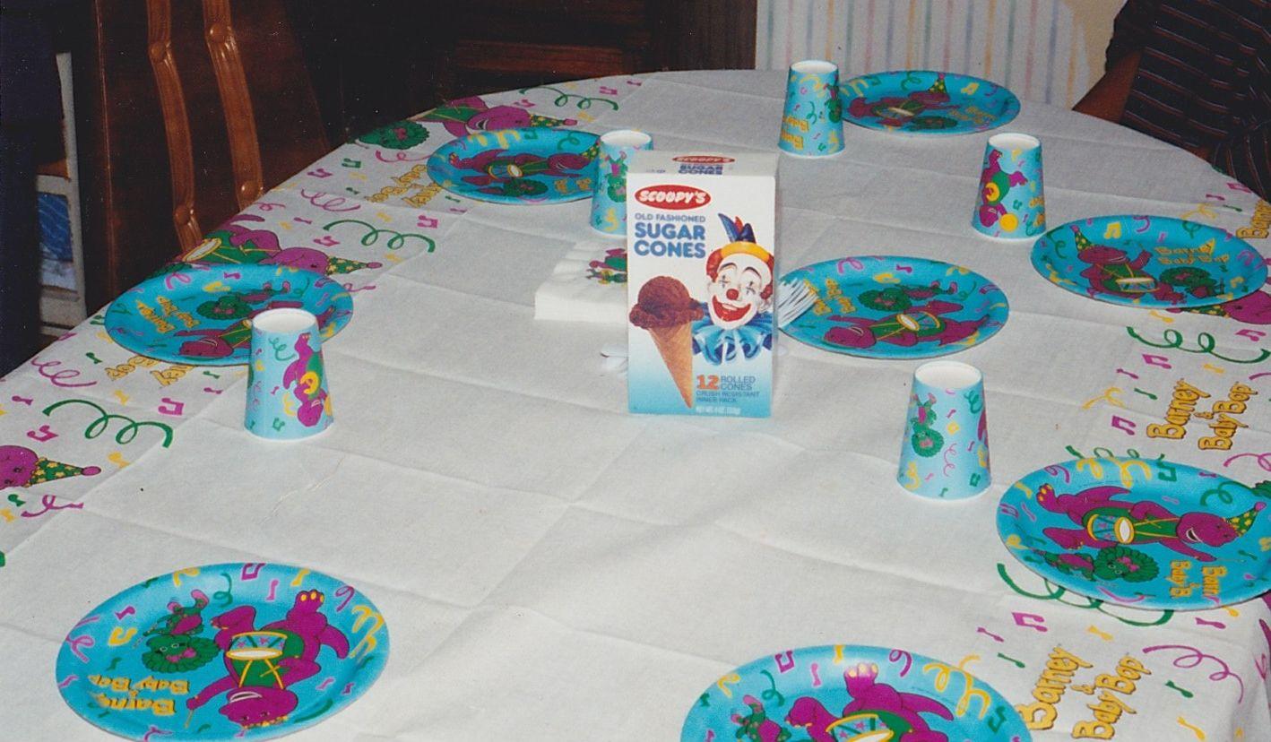 1992 Barney Birthday Party, Scoopy's sugar ice cream cone box