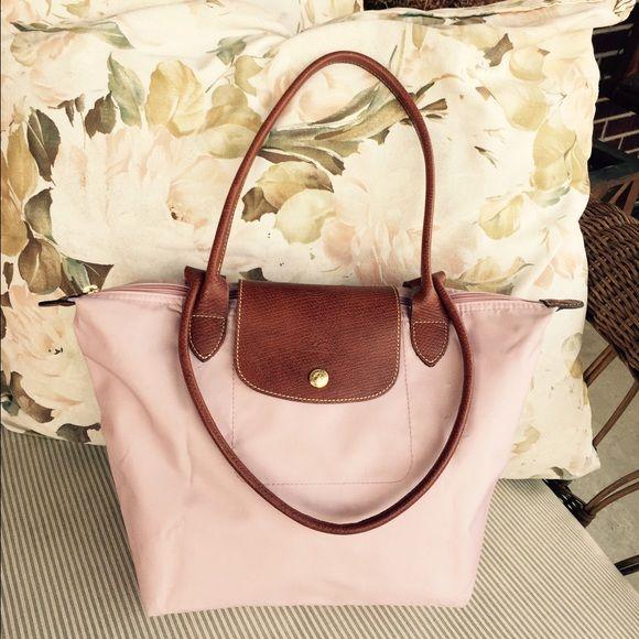 Authentic Lilac Le Pliage Longchamp Handbag This is a pre-owned Le Pliage  Long champ handbag. Adorable medium size lilac handbag. 7270f36752