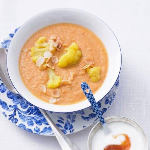 Hot-Curry-Mandelsuppe | BRIGITTE.de