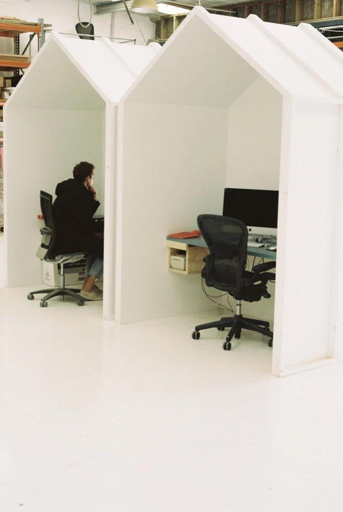 ボード Office Interiors のピン