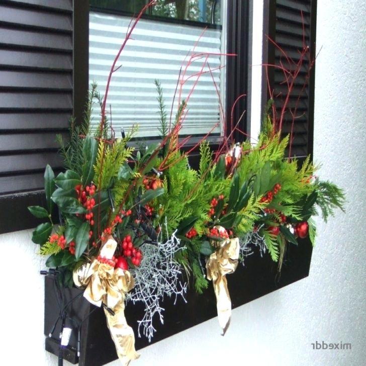 Weihnachtliche Dekoration Weihnachtliche Deko Hauseingang ... #hausdekoeingangsbereichaussen