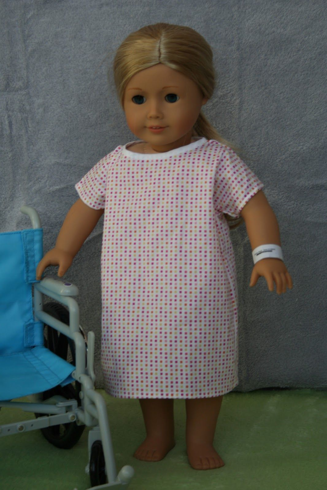 """Operatiehemd naaien voor de pop? Free Hospital gown sewing pattern and tutorial for 18"""" AG dolls"""