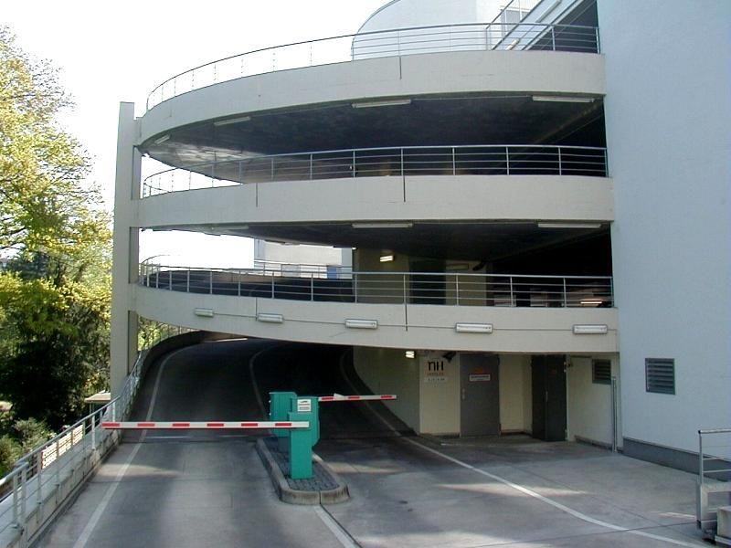 Wir begrüßen Sie am Parkplatz Parkhaus NH Niederrad. Die