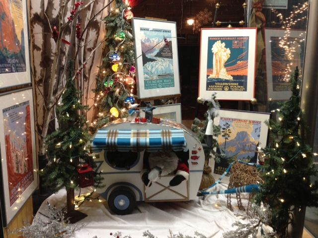 The holiday window of A Pictures Worth A Thousand Words, 2013.  #scotty #exeternh #vintagebooks
