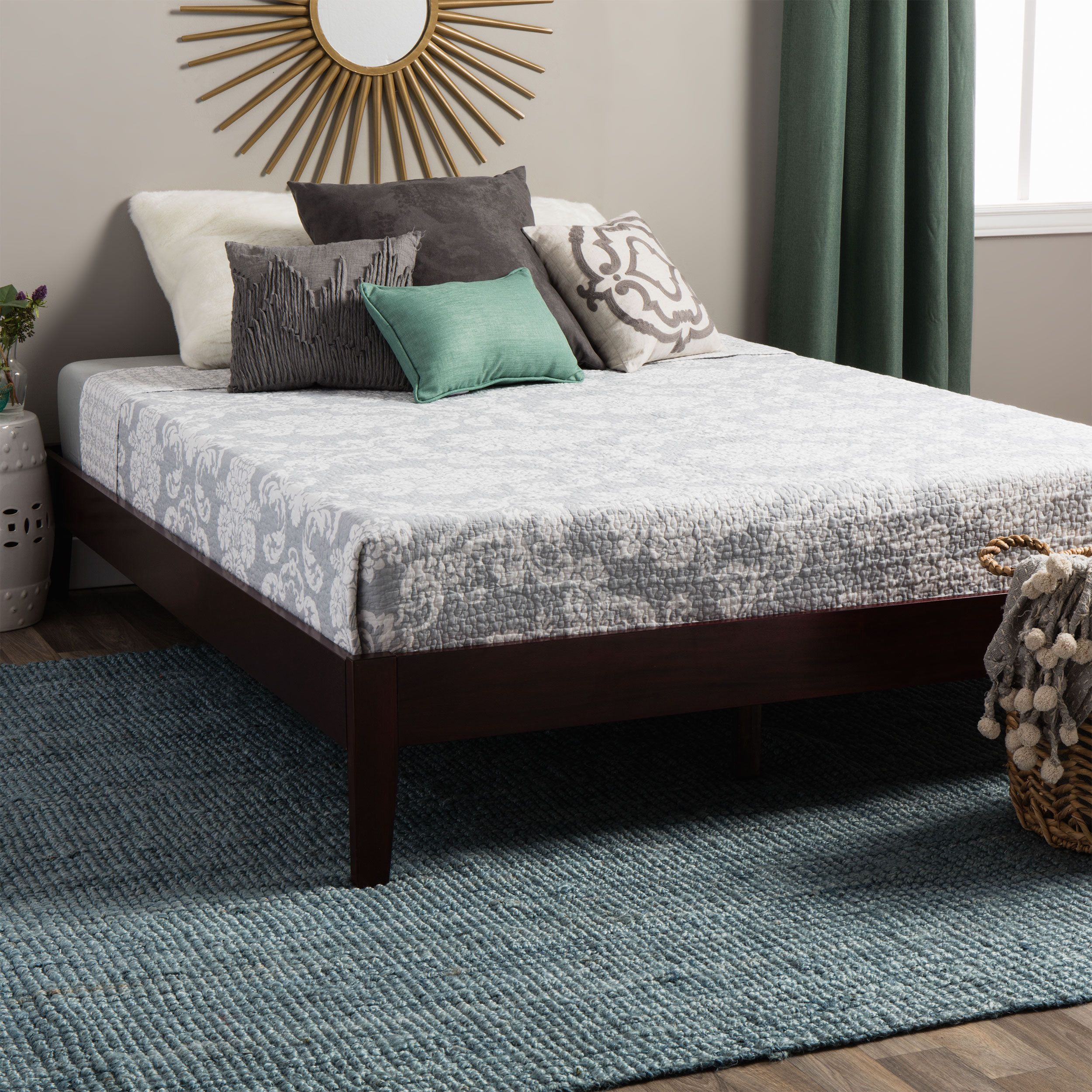 u003cliu003eSimple platform bed adds a contemporary touch
