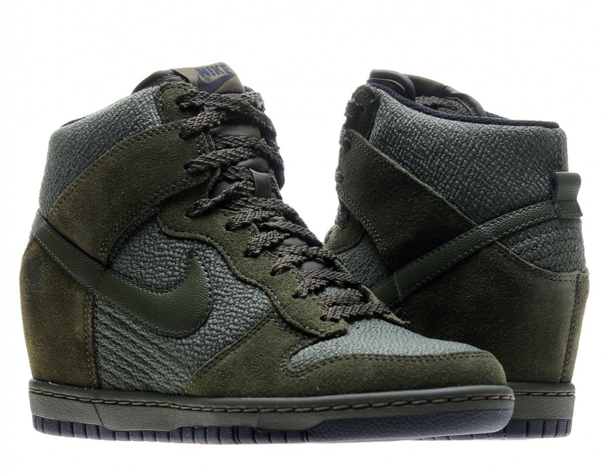 separation shoes a9129 1eda9 ... uk the nike dunk sky hi essential womens sneakerboot features a hidden  wedge. light weight