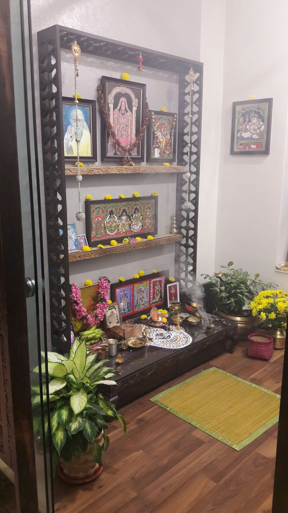 9 Traditional Pooja Room Door Designs In 2020: Pin By Kavitha Nadar On Kavinadar Indian Home Decor