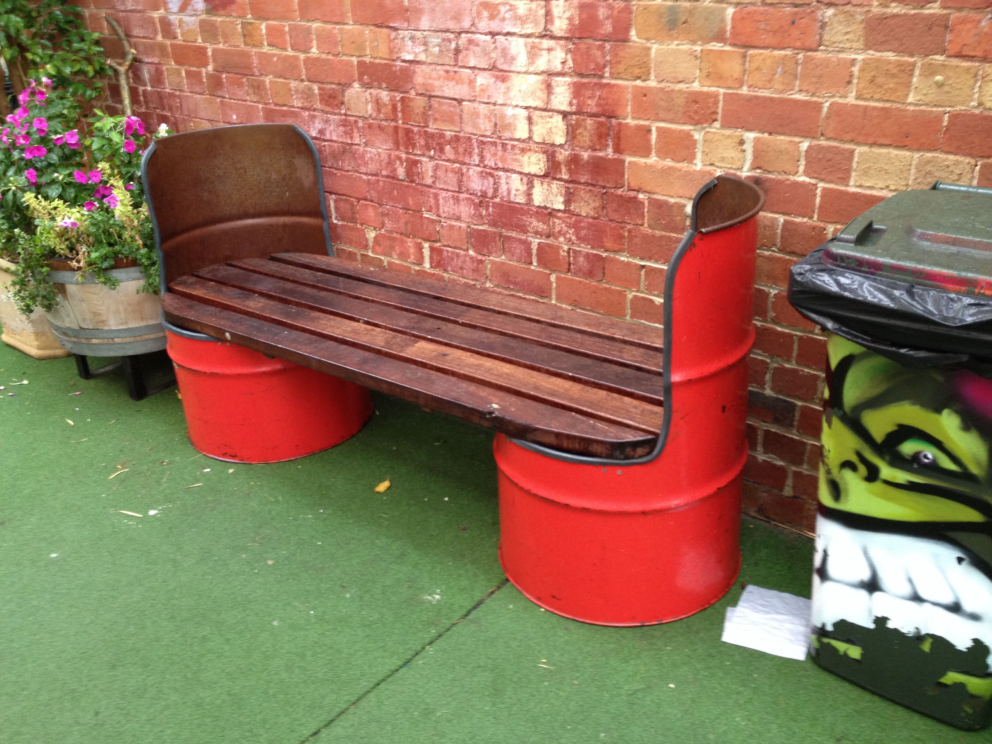 Creative bench with recycled 55 gallon drums for Decoration jardin tonneau