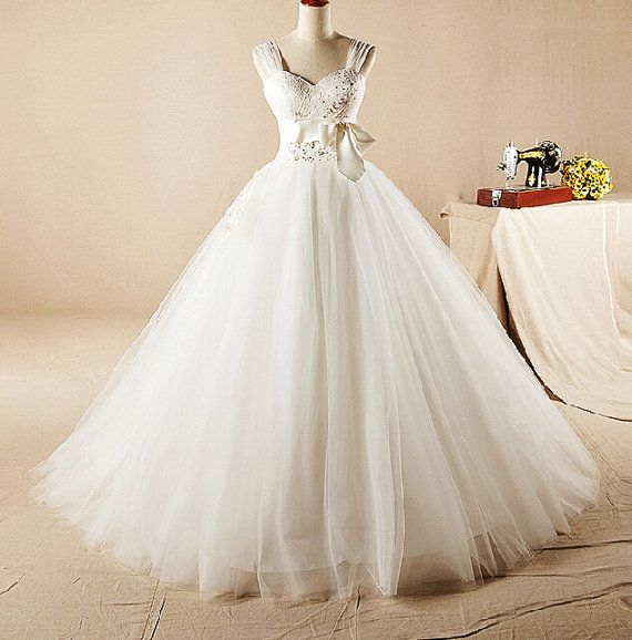 Roman Holiday Wedding Ball Gown Lace, pearl, bowknot. Meet you in my perfect time. Size and Measure Method: All dresses are custom made. Please