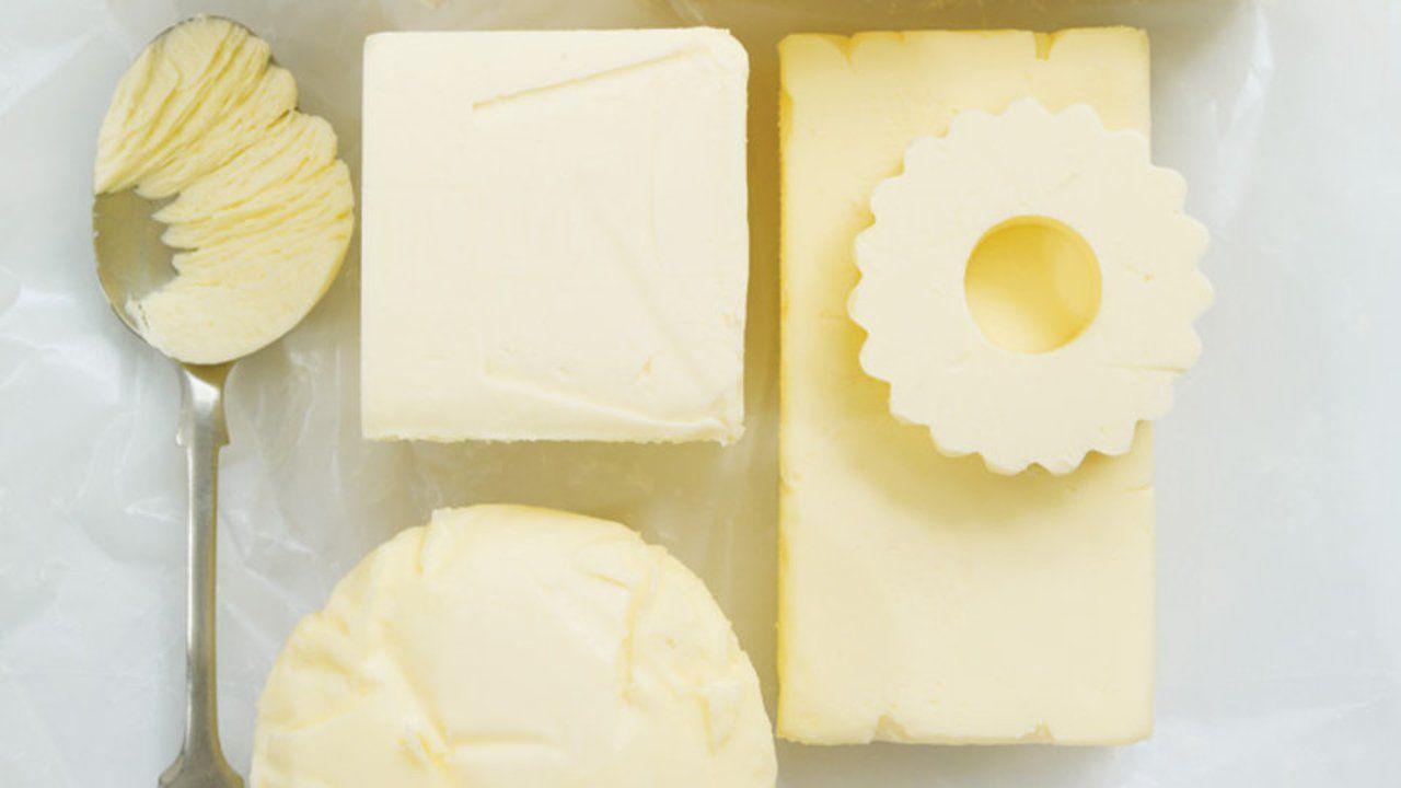 Mesurer du beurre. Christina Blais propose une technique afin d'obtenir une quantité précise de beurre.