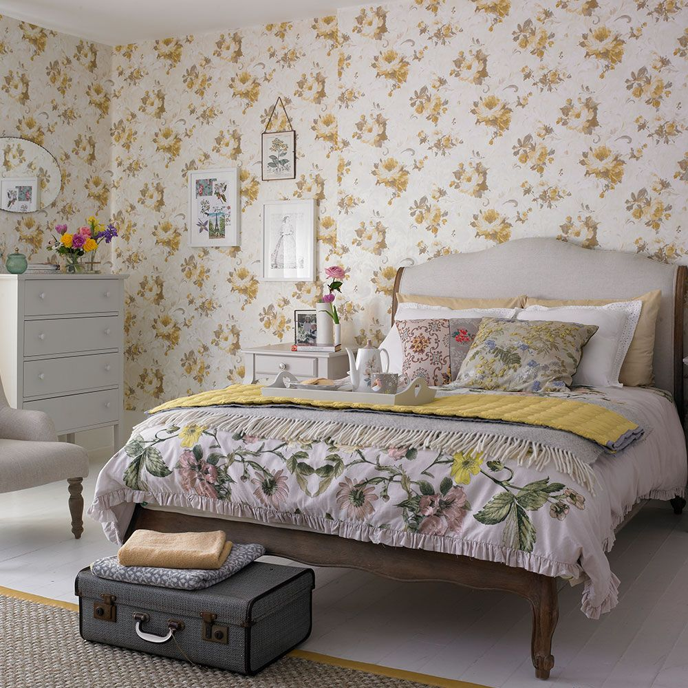 Cottage bedroom ideas to give your home country style is part of bedroom Classic Style - Give your bedroom classic cottage style, whether you live in a country house or a city apartment