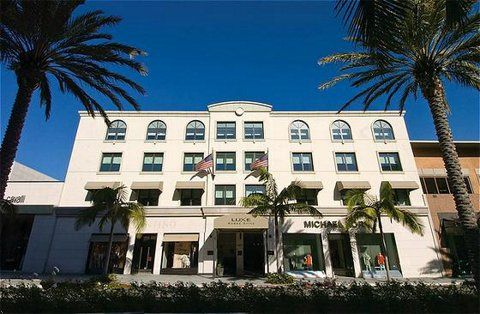 Luxe Hotel Located On The Most Famous Street In Beverly Hills Rodeo Drive This