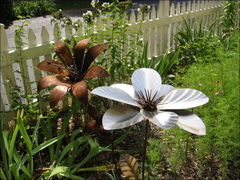 Elegant Garden Art · Metal Flowers  No Need To Water