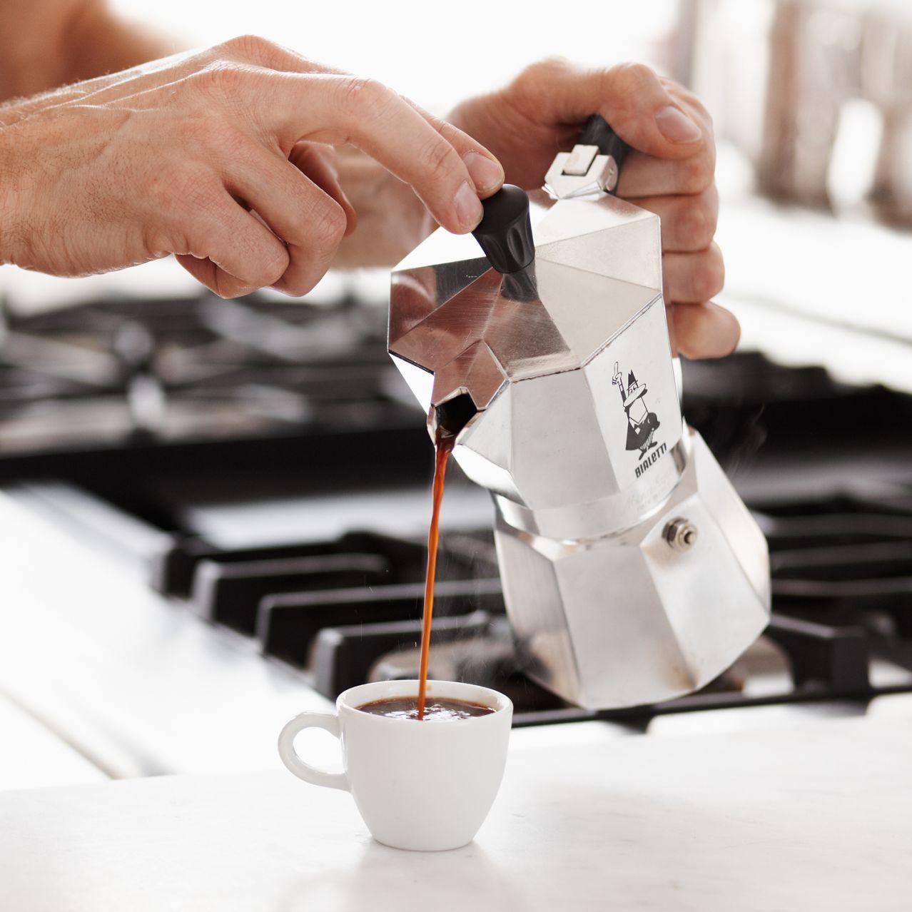 Cu l es la mejor cafetera italiana el calor cafetera y - Mejor cafetera express para casa ...