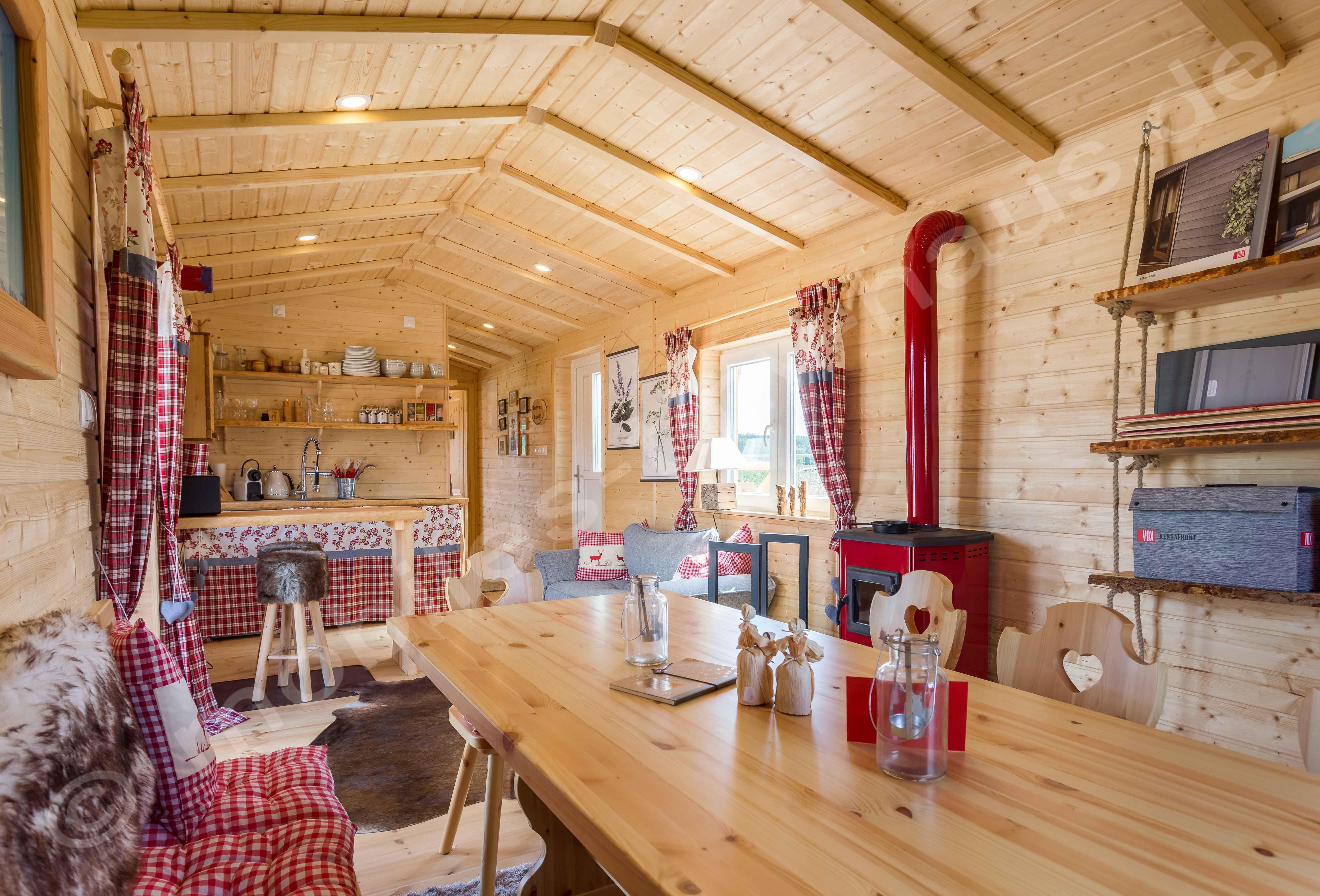 Holzhaus als Mobilheim in Rustikal gehalten. 50 qm