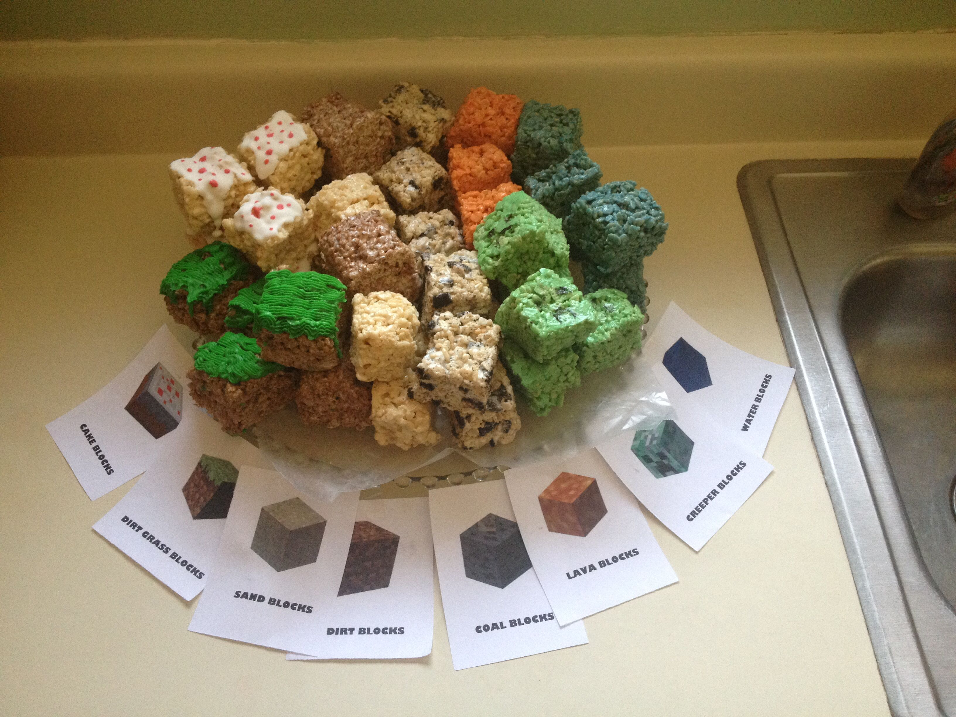 Minecraft Rice Krispie treats-dirt blocks (choco krispies), grass ...