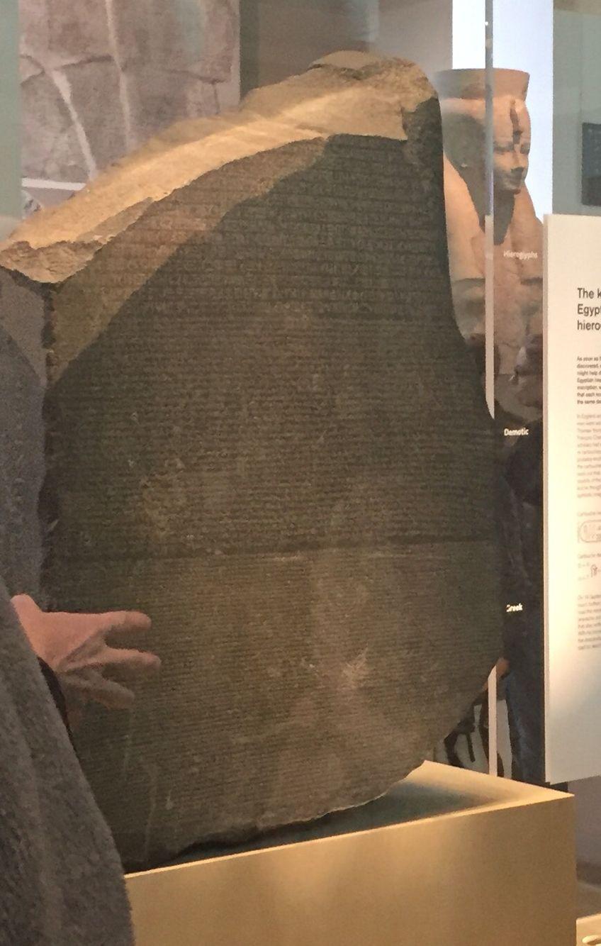 La Pierre De Rosette Au British Museum Pierre De Rosette Egypte Ancienne Glyphe
