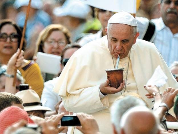 Hasta el Papa Francisco toma mate!   Papa francisco, Papa, Argentina turismo