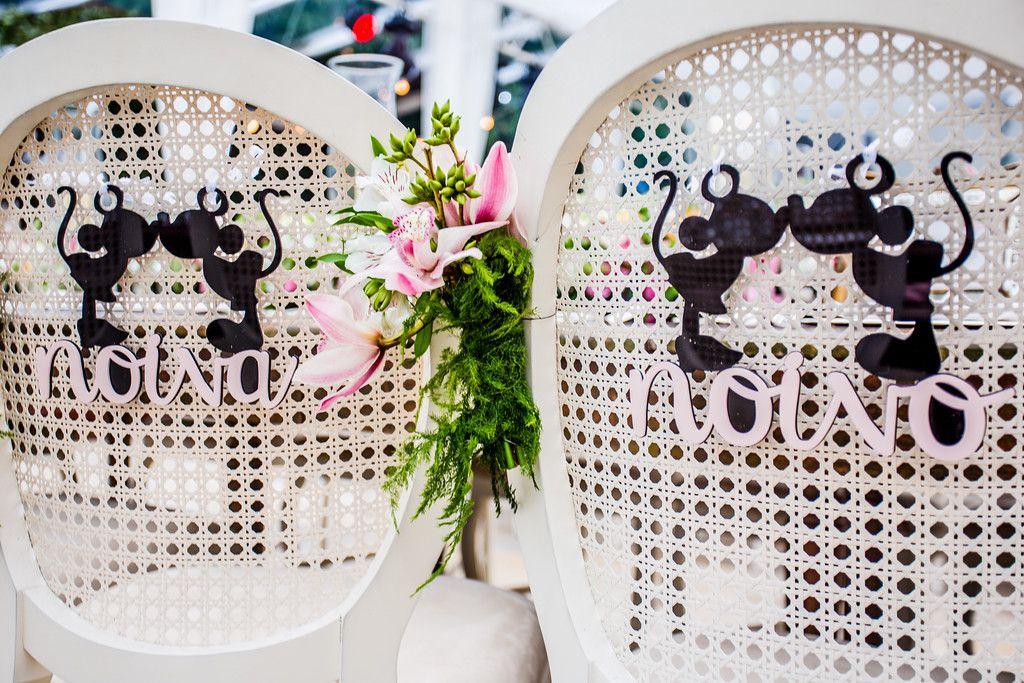 casamento-rustico-chique-cadeiras-dos-noivos-maria-cecilia-e-marcelo Foto V Rebel