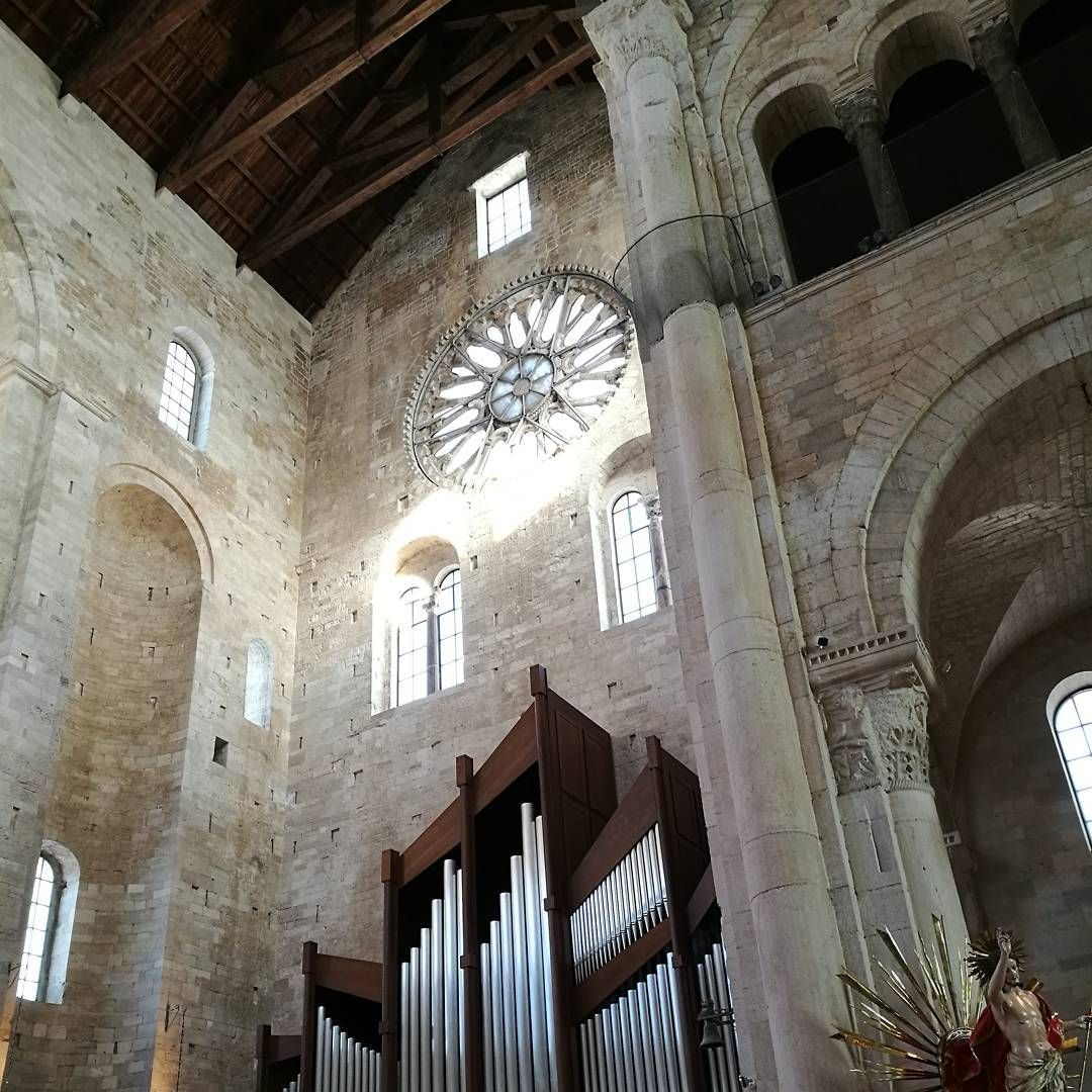 interno della cattedrale di Trani #Trani #cattedraleditrani #tranicathedral #romanico #rosone