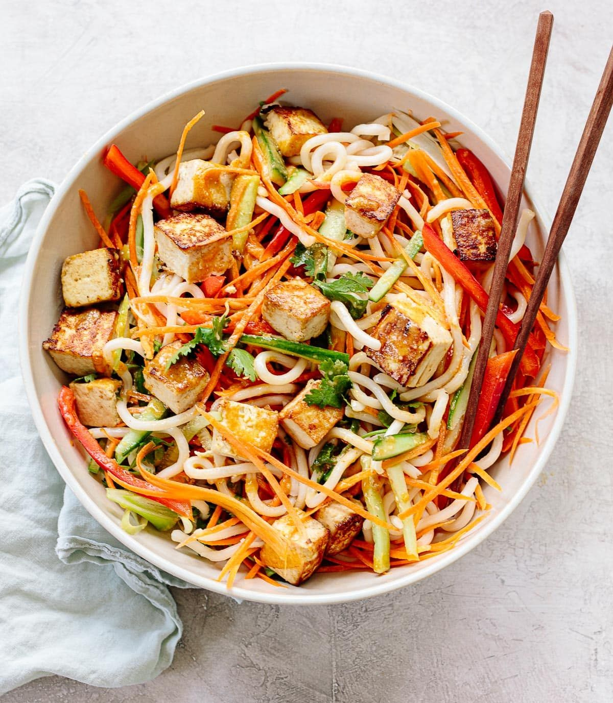 30 Minute Vegan Red Curry Noodle Bowls Simply Quinoa Recipe Easy Vegetarian Dinner Vegetarian Recipes Easy Dinner Vegan Red Curry