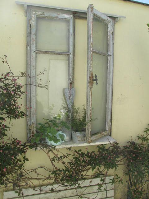 Waldstrumpf neue ausblicke garten alte fenster t ren - Fensterbrett dekorieren ...