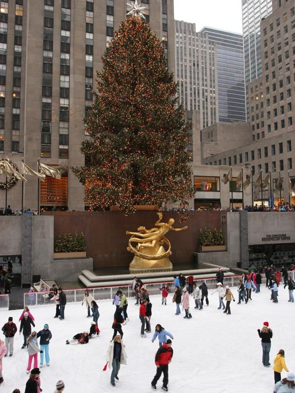Rockefeller Center skating rink with the famous Christmas Tree ...