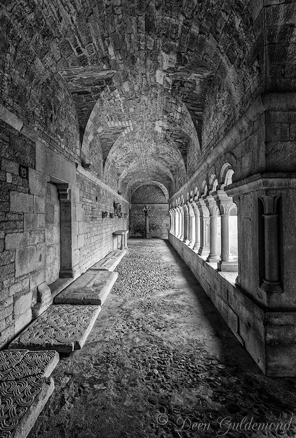 The Gallery - Gallery with open arches in the Romanesque cloister, 12th century, restored in the 19th century. Cathédrale Notre-Dame-de-Nazareth, Vaison-la-Romaine, Vaucluse, France