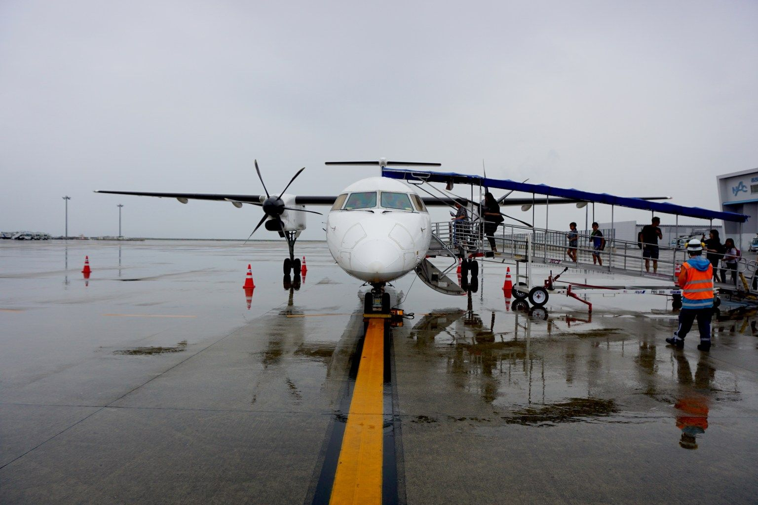 All Nippon Airways Bombardier Dash 8 In 5 Pictures In 2020 First
