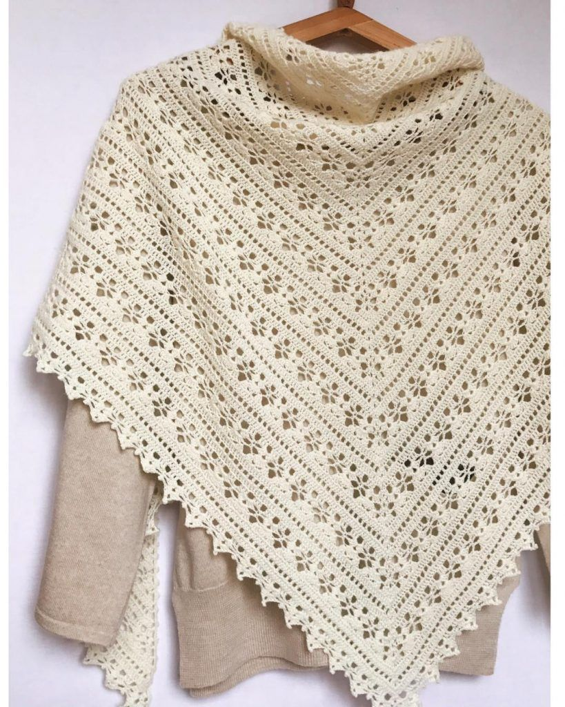 Easy and Cute FREE Crochet Shawl for beginner Ladies | Puntillas a ...
